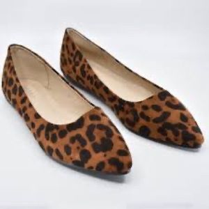 BellaMarie Pointed Leopard Print Flats